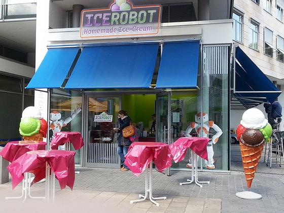 ROLLENLAND ice robot von außen