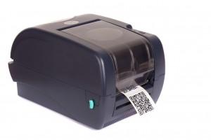 Schwarzer Etikettendrucker auf weißem Grund
