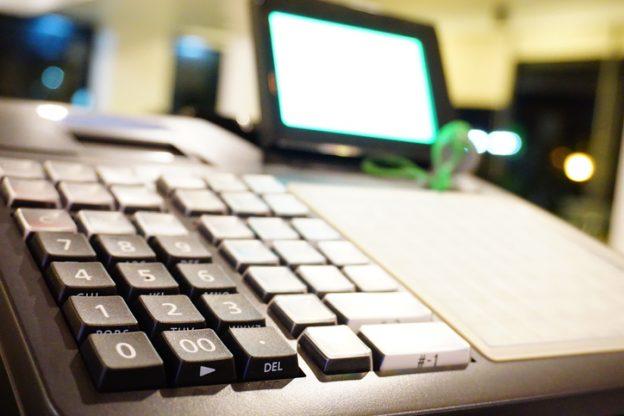 Nahaufnahme einer elektronischen registrierkasse